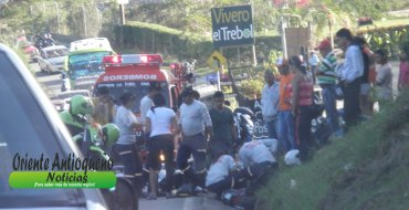accidente-via-el-pec3b1ol-guatape-7-de-enero.jpg