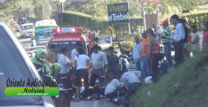 accidente-via-el-pec3b1ol-guatape-7-de-enero.jpg