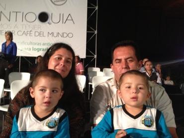 FAMILIA DE ABEJORRAL GANADORA TAZA DE CAFE DE ANTIOQUIA
