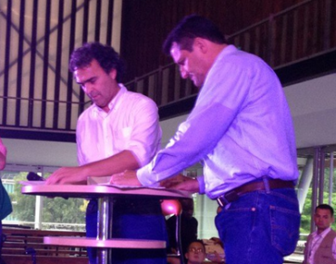 ALCALDE DE RIONEGRO FIRMA ACUERDOS CON EL GOBERNADOR DE ANTIOQUIA