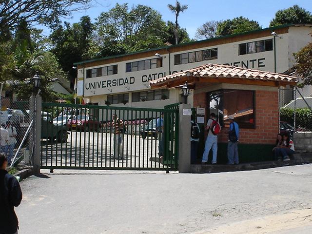 universidad-catc3b3lica-de-oriente-panoramio